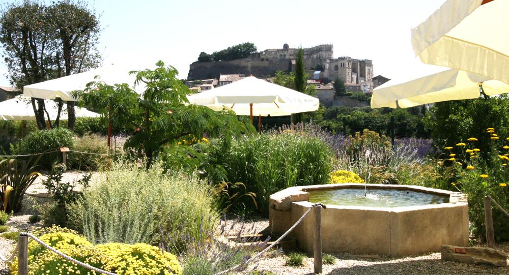 Emejing amenager son jardin en provence photos design for Restaurant jardin